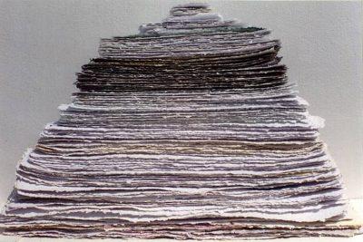 """Jakobovits Márta: """"Las Meninas"""", 2002 (installáció, részlet – merített papír, pigment)"""