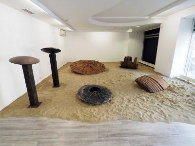 Magyar Balázs: Lények - a K.A.S. Galéria kiállításának részlete