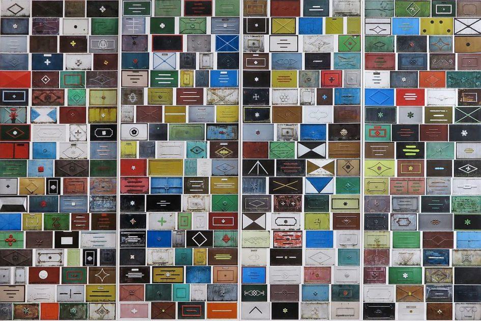 Nagy Miklós 3x4,4 méteres, kapudíszekből álló tablója – Parti Nagy Lajos szavával: a kapunosztáz