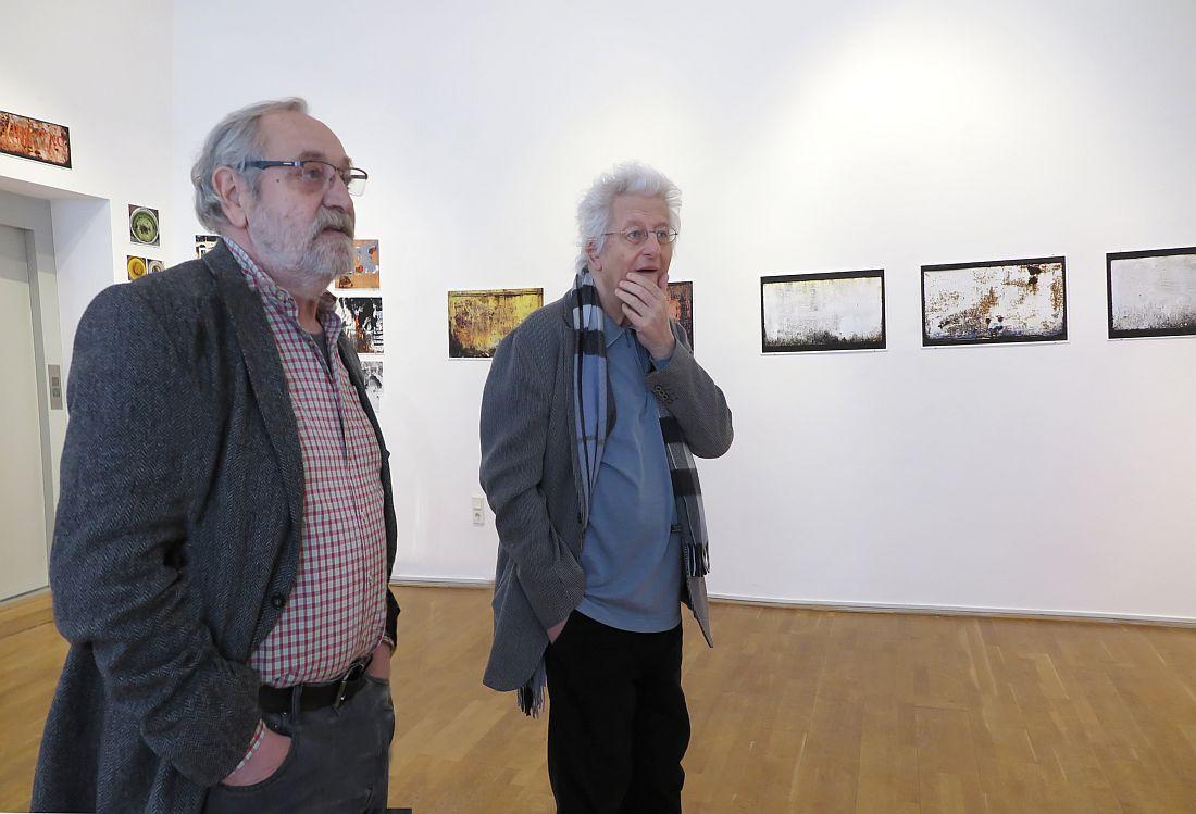 Szüts Miklós és Esterházy Péter a kiállításon