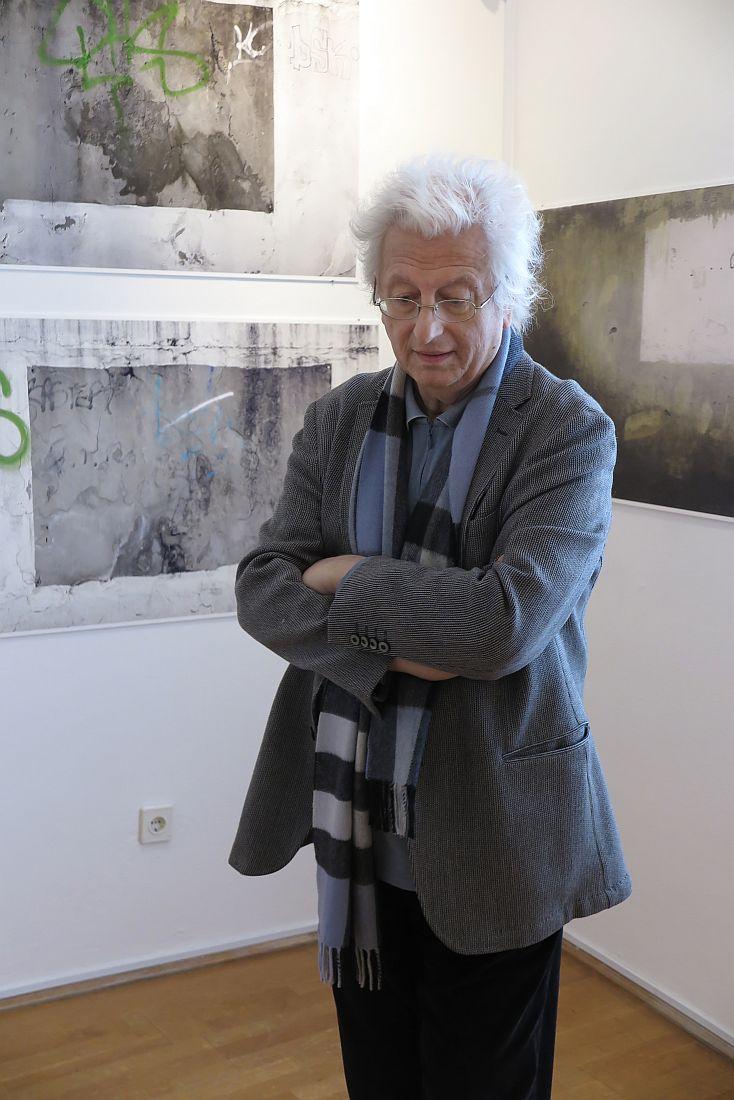 Esterházy Péter a kiállításon
